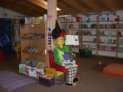 Maskottchen Lesehexe der Schulbibliothek Bad Häring | (c) Bad Häring